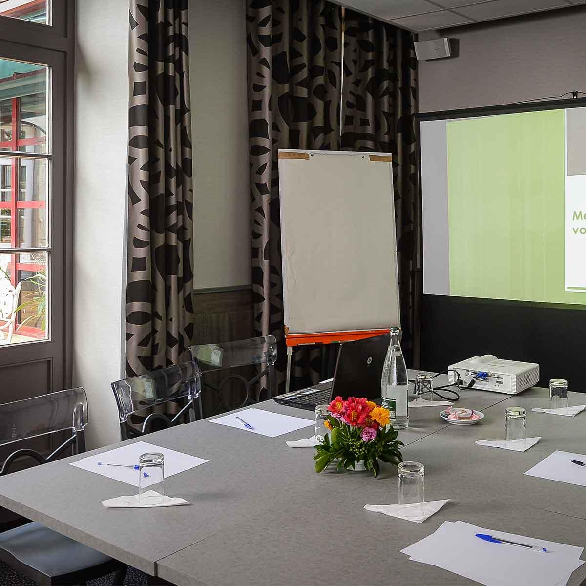 Votre salle tout équipée pour vos réunions professionnelles et séminaires à Ducey près d'Avranches
